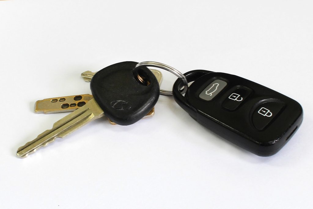photo of a set of car keys
